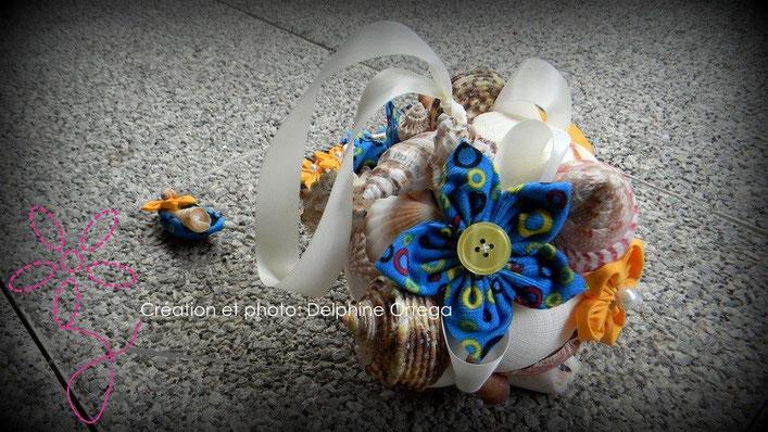 Gros plan sur le bouquet de mariée et boutonnière en arrière plan