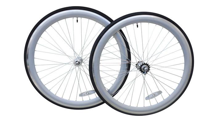 Coppia ruote con cerchi silver da 43 mm