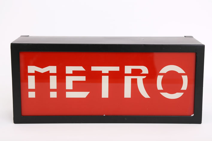 Nostalgie Metro Station U-Bahn Schild Leuchtschild aus Metall und Glas Retro Display Leuchtobjekt Schild Paris London Underground Station Sign