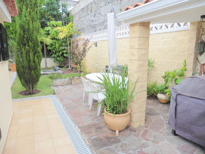 Hintere Terrasse und Garten
