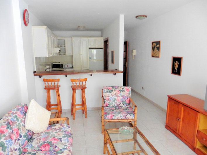Wohnzimmer mit Blick auf die Küche