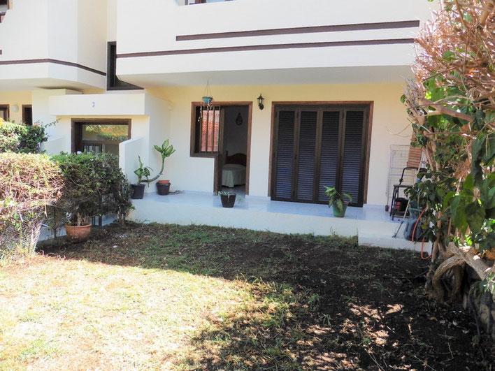 Hinterer Garten mit kleinerer Terrasse