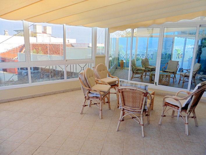 Überdachte und verglaste Terrasse