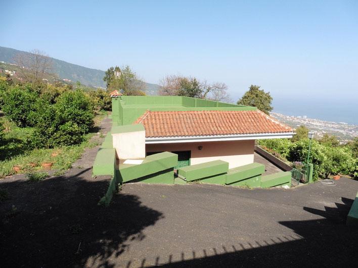 Blick auf das Haus von der 2. Einfahrt