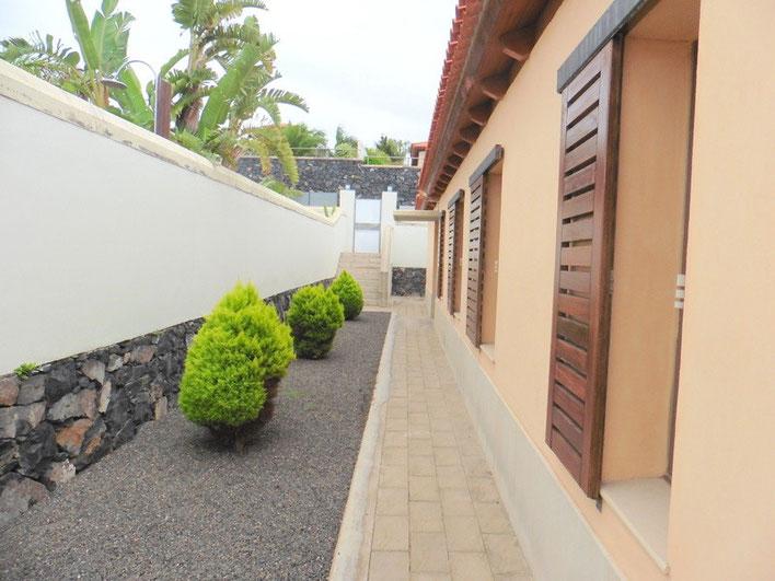 Haupteingang ebenso wie Zugang zur Garage