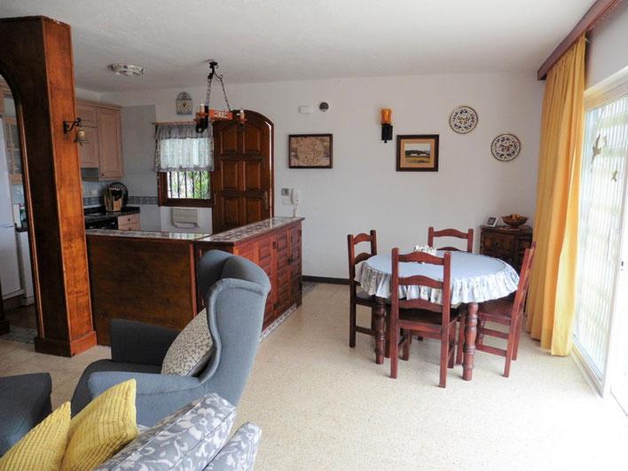 Esszimmer mit offener Küche