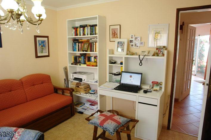 2.Schlafzimmer das derzeit als Büro genutzt wird .