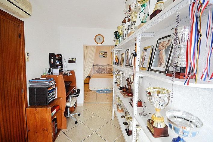 Büro mit Blick zum Schlafzimmer