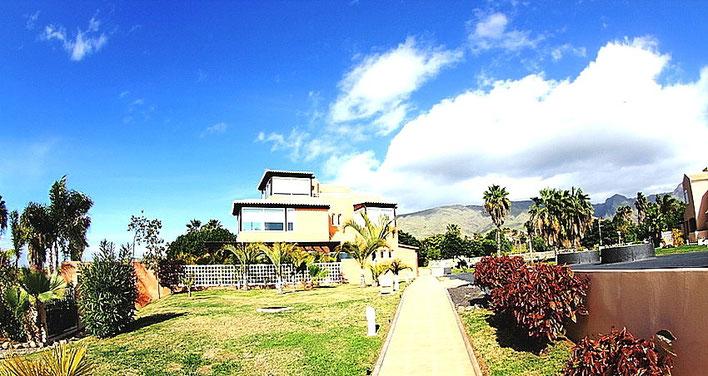 Einzelstehende Villa in einer Villen - Garten - Wohnanalage