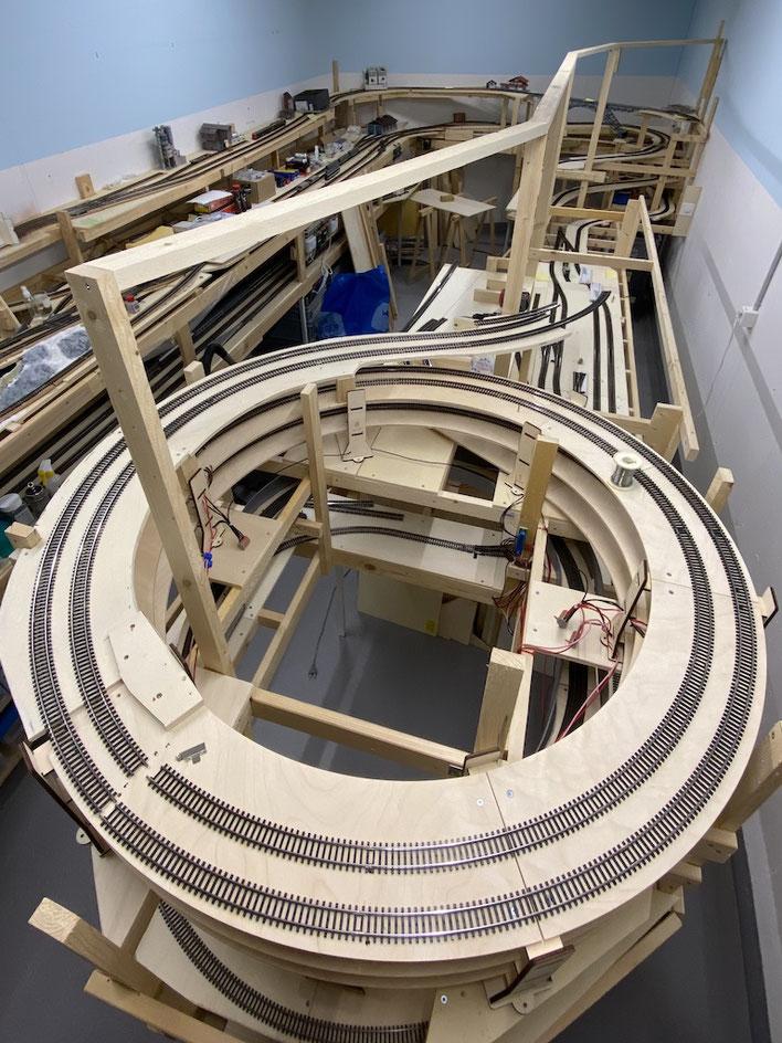Die Ansicht von oben: An den Dachlatten wird die Mal-Leinwand befestigt und der Hintergrund gemalen