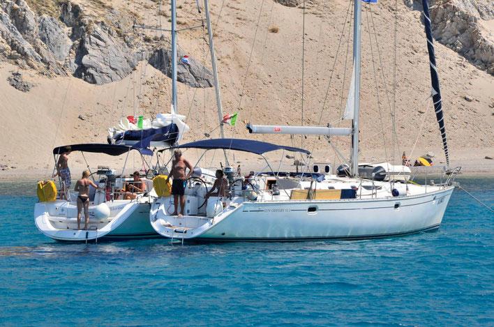 Zeiljachten te huur voor zowel flottieljezeilen als bareboat zeilen langs de Amalfi kust vanuit Salerno