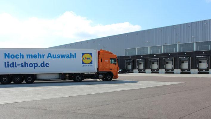 Foto: Jobcenter Salzlandkreis - Die Warenannahme auf dem Gelände der Lidl GmbH & Co. KG Bernburg