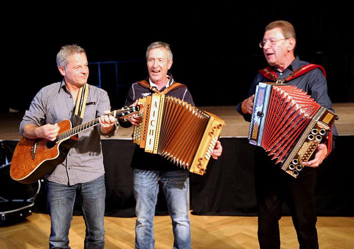 plötzlich wurde aus dem Duo ein Trio - Sepp Safrin gab eine Kostprobe seines noch immer beachtlichen Könnens ab