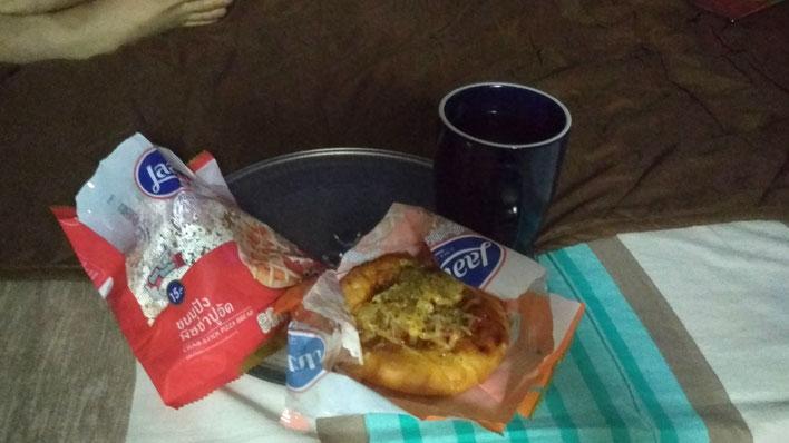 Unser Frühstück waren jeden Tag Minipizzen und Schwarztee