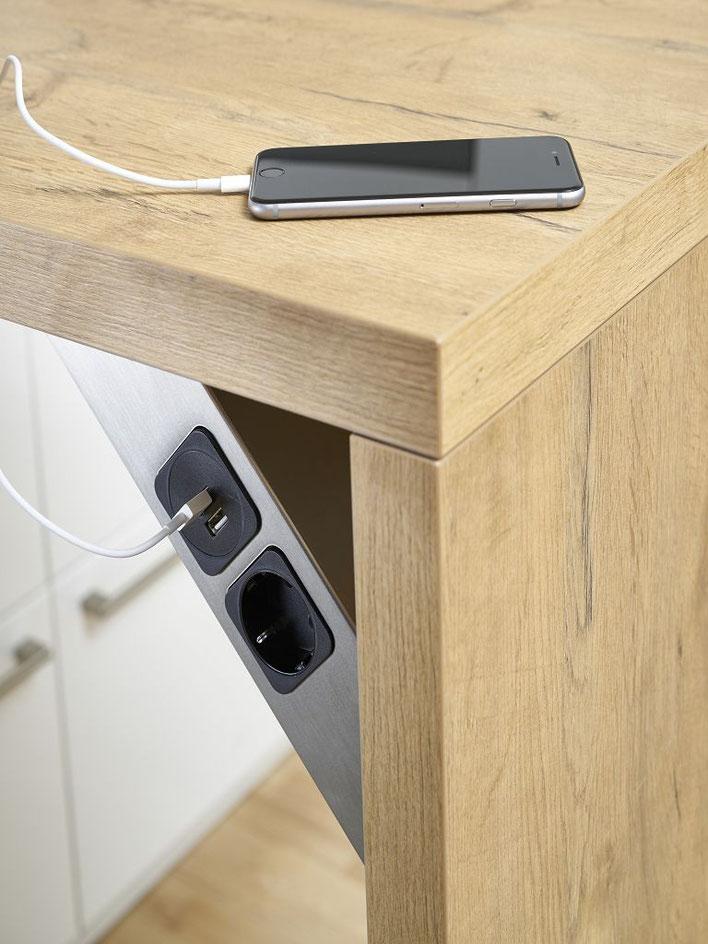 Der USB-Charger ist mit zwei Ports ausgestattet die ausreichend Leistung für zwei Geräte bieten, z.B. gleichzeitiges laden von Smartphon und Tablet.