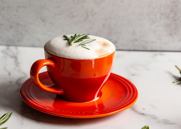 Want a rosemary latte recipe? This will be one of your go-to coffee recipes at home! The healthy recipe is easy. #coffee #latte #cappuccino #coffeedrink #coffeerecipe #coffeerecipe #rosemary #rosemarylatte