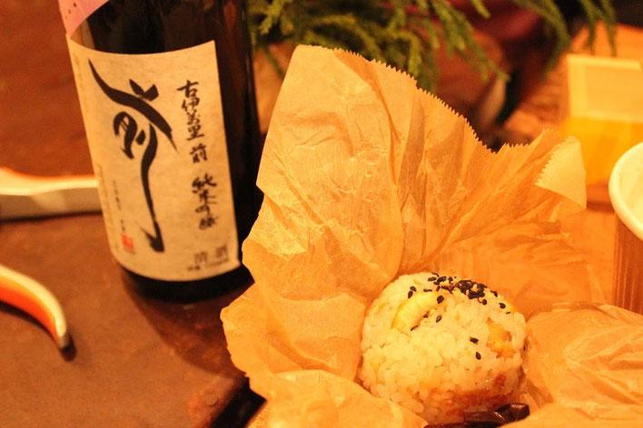 栗ごはんのおにぎり。きのこの粕汁もおいしくいただきました。【日本橋 ダリア食堂さん】