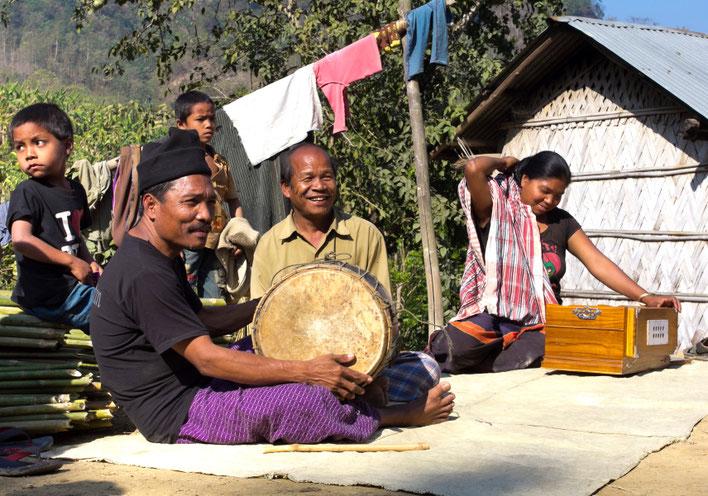 Hatibandos muzikantai Bangladeše Čitagongo kalvų ruože