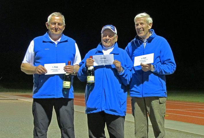 v.l.: Turniersieger Manfred Habenicht, 2. Platz Fritz Bartel, 3. Platz Otto Hansen
