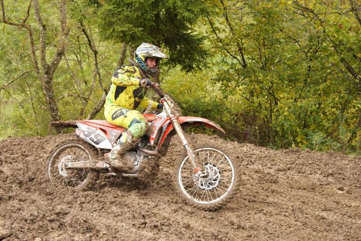 Lizenz-Fahrer Sebastian Schmid unter härtesten Bedingungen zum 40. Clubsport Motocross