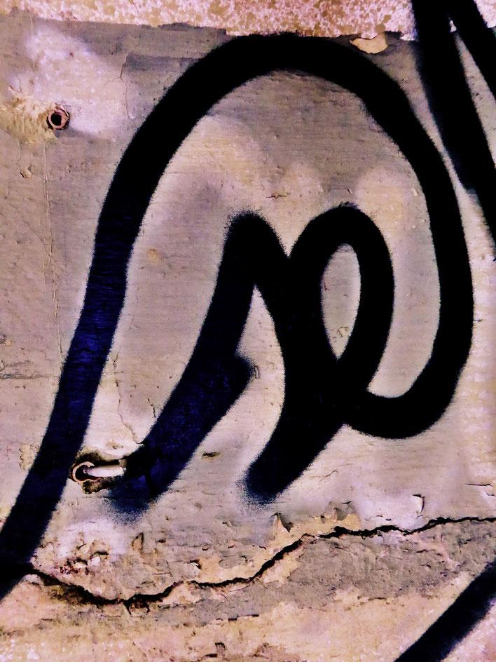 Pedro Meier – Mauerzeichen – Mural paintings Nr. 30 – Fabrikruine – Wasteland Factory ArtCampus Attisholz Solothurn– 2016 © Pedro Meier Multimedia Artist/ProLitteris Zürich – Visarte Bangkok Art-Group. Gerhard Meier-Weg Niederbipp Bern Oberaargau Graffiti