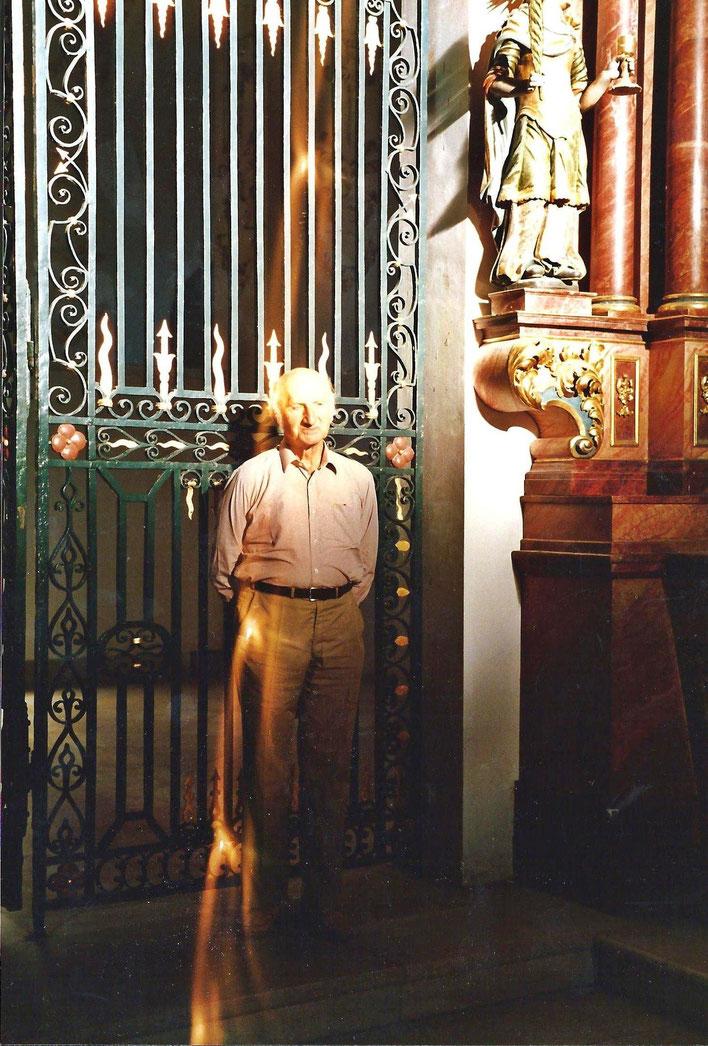 Gerhard Meier – in der Klosterkathedrale Abbatiale Bellelay auf den Spuren von Robert Walser – in der Heilanstalt Bellelay arbeitete Robert Walsers langjährige Freundin, die Wäscherin Frieda Mermet. 1986 Foto © Pedro Meier / ProLitteris Niederbipp Bern