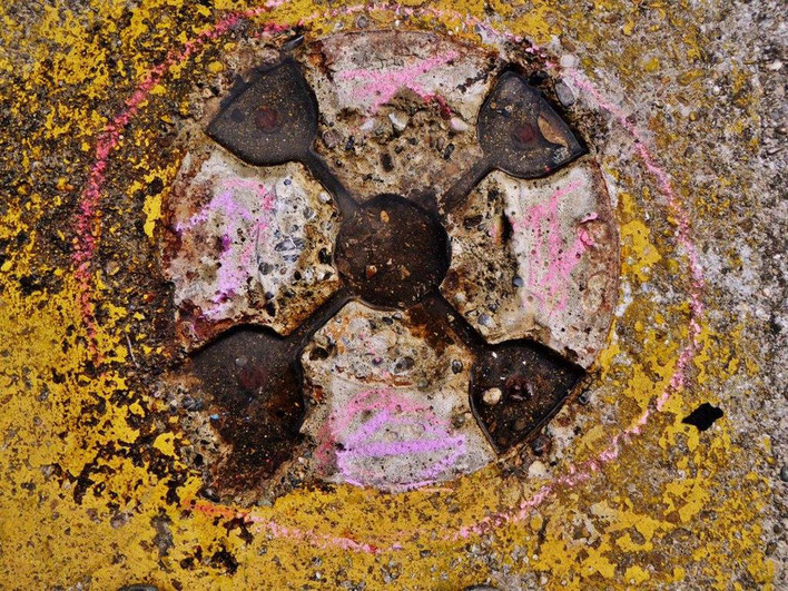 Pedro Meier – Mauerzeichen – Mural paintings Nr. 09 – Fabrikruine – Wasteland Factory ArtCampus Attisholz Solothurn– 2016 © Pedro Meier Multimedia Artist/ProLitteris Zürich – Visarte Bangkok Art-Group. Gerhard Meier-Weg Niederbipp Bern Oberaargau Graffiti