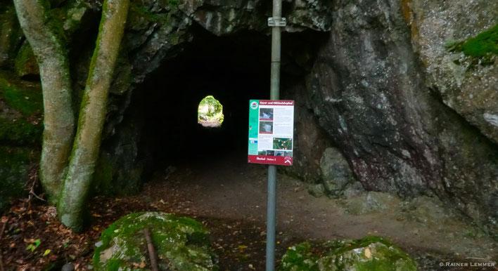 Wanderung auf dem Karst- und Höhlenlehrpfad