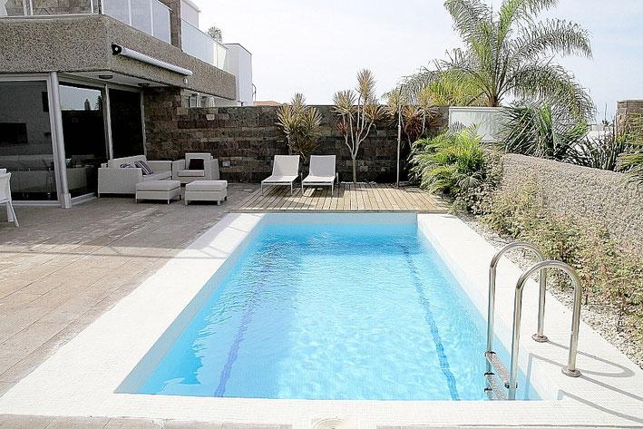 Pool der Villa