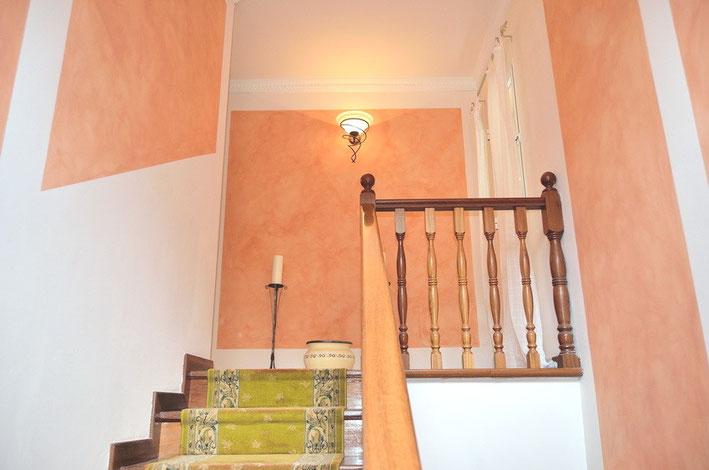 Treppen zu der oberen Wohnebene