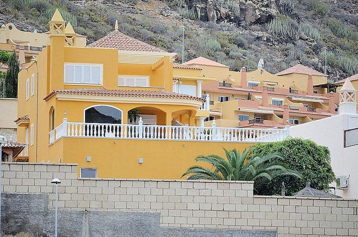 Blick auf die Villa von der unteren Strasse