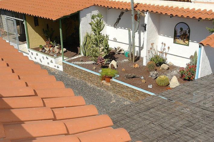 Blick von der Dachterrasse in den Zwischenhof