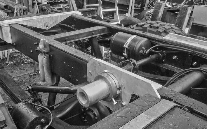 Endmontage Rautenlagerung Steyr 12M18