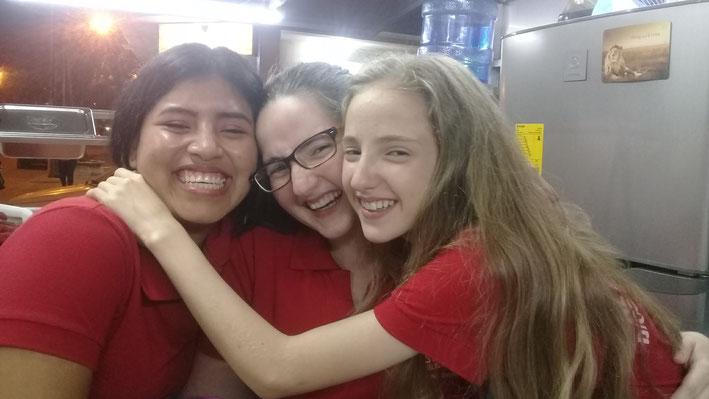 Ximena mit Corina und Delia