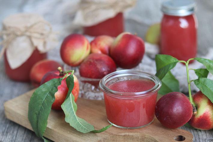 Nektarinen mit Marmelade