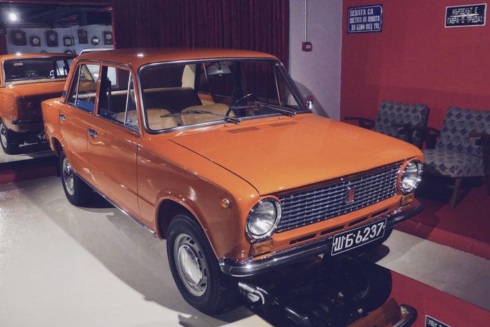 lada orange vintage bulgarie musée retro bigousteppes