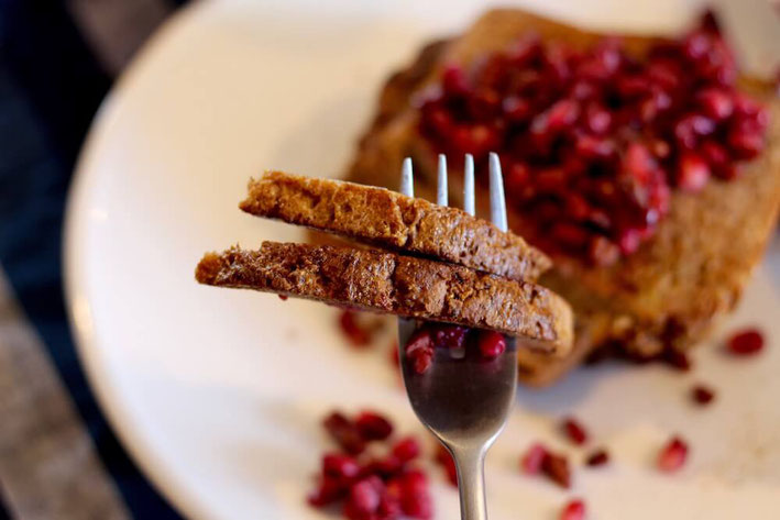 Ruby red pomegranates are in season & they add a crunch to this French toast recipe! The seeds of the fruit, called arils, are so juicy. They're bursting with antioxidants & fiber. #frenchtoast #highproteinbreakfast #dairyfreerecipes #antioxidantfood