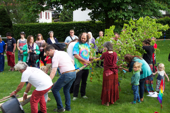 Bilder zur Friedensbaum-Zeremonie