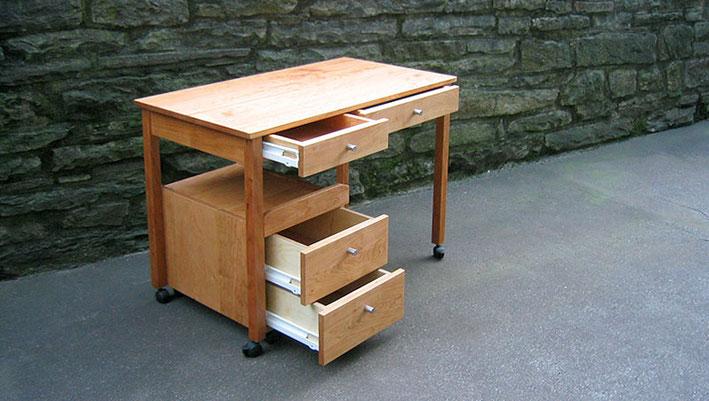 Schreibtisch aus Kirschbaum