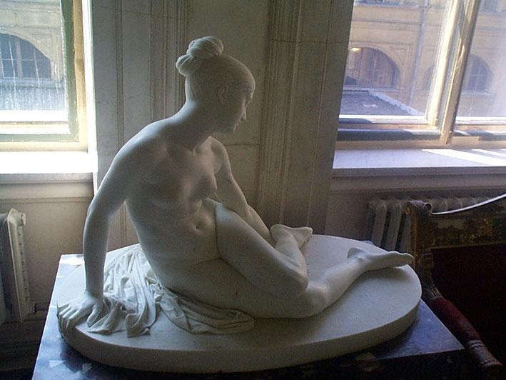 ... Lorenzo Bartolini nymphe au scorpion sculpture marbre femme nue assise, nouveausculpteur chefs-d'oeuvre de la sculpture .
