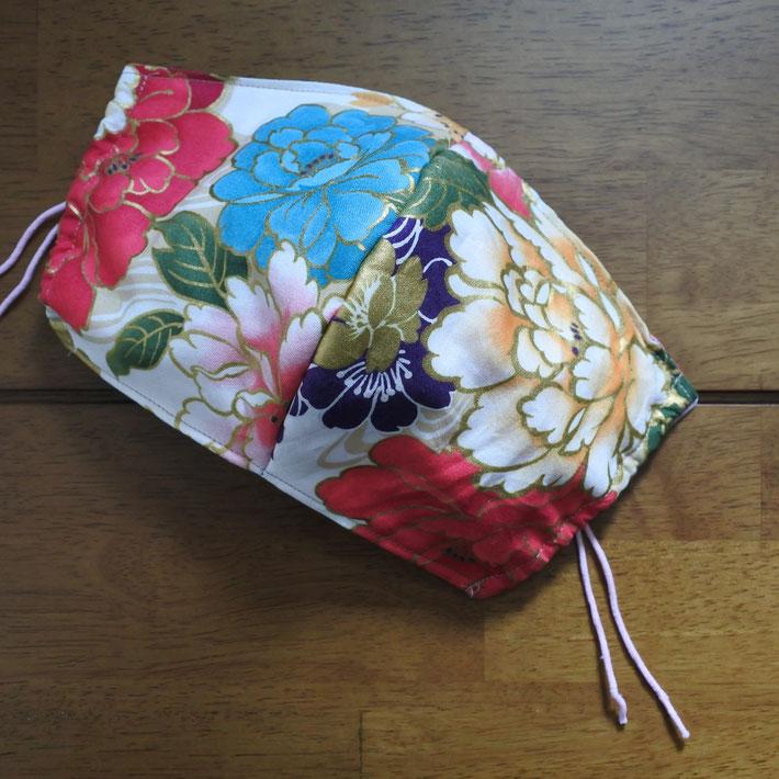 華やかな花柄マスクということで「華マスク」と名付けました