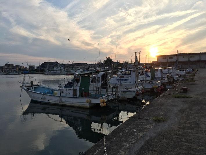 生地港に停泊する船たち