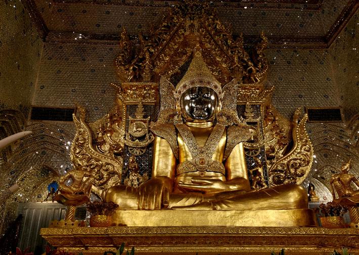 Buddha in der Maha Muni Pagode in Mawlamyine