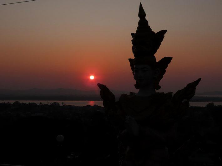 Sonnenuntergang vom Pagodenhügel in Mawlamyine