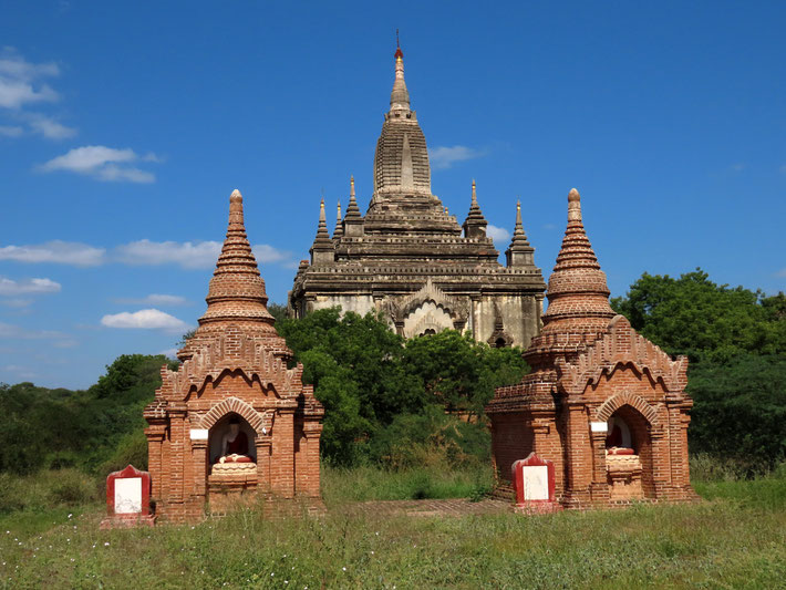 Blick auf den That Bin Nyu Tempel in Bagan