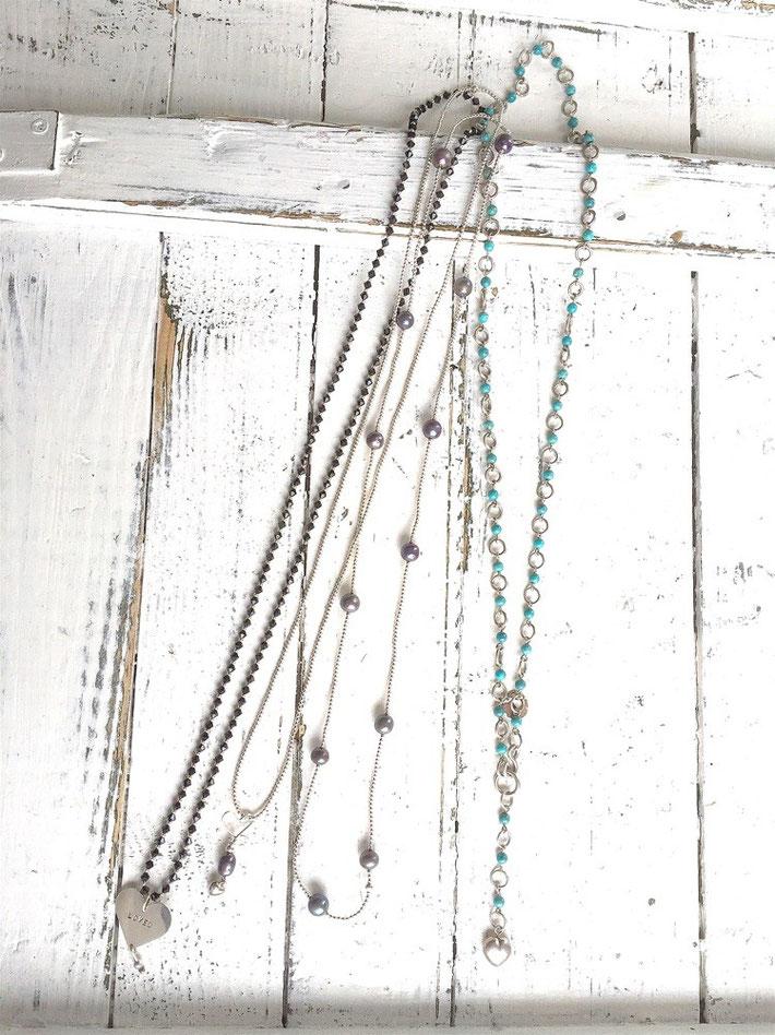 Kettingen zilver met parels, gitten, granaten en turquoise.