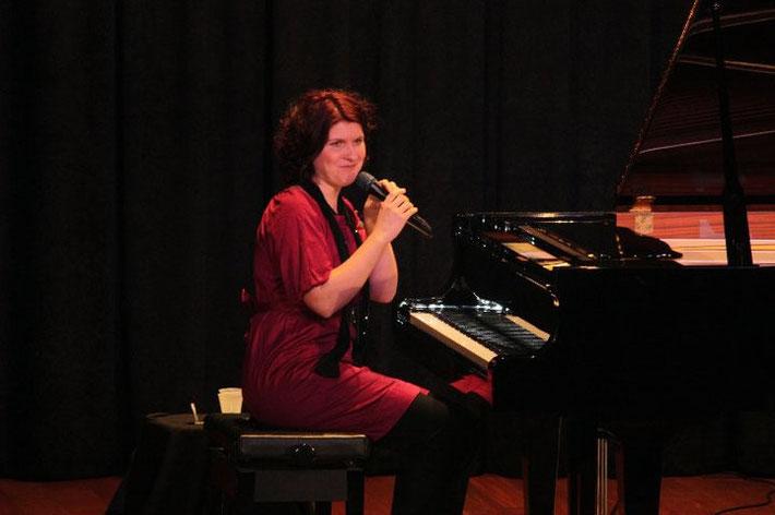 Bei einem Konzert im Centre Culturel Safadi in Tripoli, Februar 2011