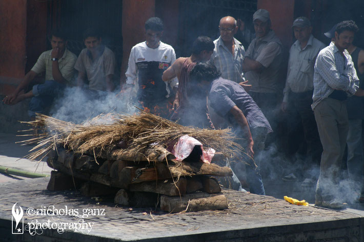 The Hindus burn the bodies of the people, who passed away at their temples and put the ashes into the holy rivers.