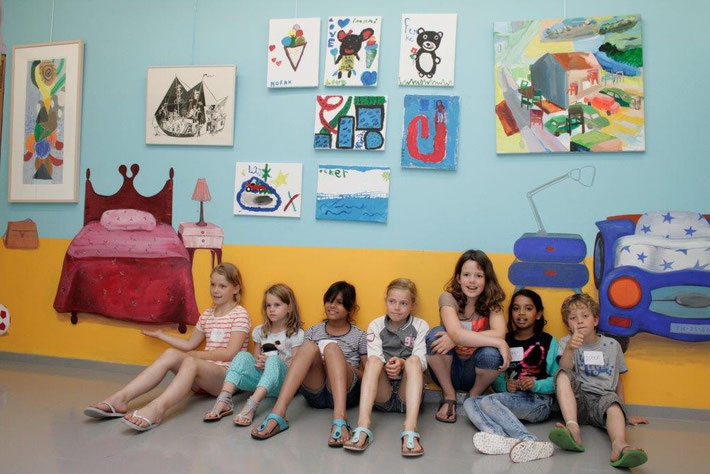 """educatieproject """"zomergasten""""  , muurschildering in opdracht van Heden, Den Haag. acrylverf - muur   slaapkamer kinderen  - 230 x 550 cm  2013 foto: Ingrid Scholten"""