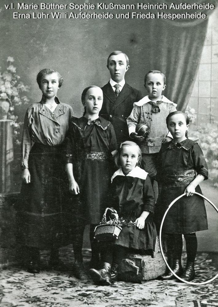 die Kinder des Ehepaares (li. meine Oma Marie Dorothee Aufderheide) from left Marie Dorothee, Sophie, sitting Erna, Frieda, tall boy Heinrich and little Willy